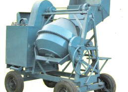 Self Load Mixer with hoist, 550 liters or 1.5 bags of cement.Lebanon